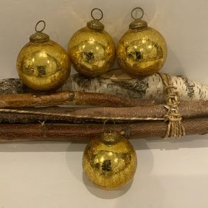 Other - 4 Heirloom Look Ornaments 🎄